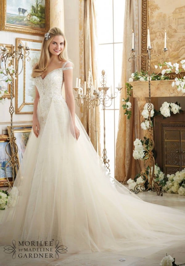"""10 Wedding Dress Shopping Tips Every Bride Should Know<span class=""""wtr-time-wrap block after-title""""><span class=""""wtr-time-number"""">5</span> min read</span>"""